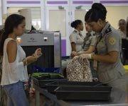 """""""Nuestros aeropuertos son seguros, y no porque lo digamos nosotros, sino porque lo han expresado los propios especialistas de la TSA"""", dijo el jefe de Seguridad del Instituto de Aeronaútica Civil de Cuba (IACC), Armando Garbalosa, en una entrevista con nuestro sitio. Foto: Ladyrene Pérez/ Cubadebate"""