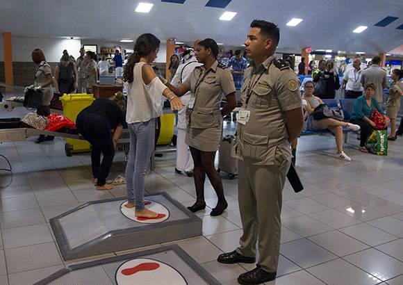 Image result for sécurité dans les aéroports américains