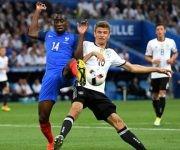 Blaise Matuidi, Francia, pelea con Thomas Mueller. Foto: Getty Images.