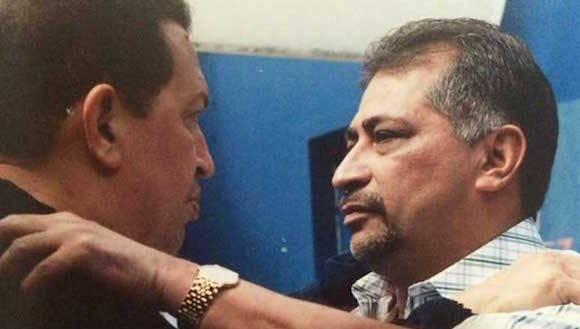 Hugo Chávez y su hermano Aníbal.