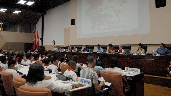 Asamblea Nacional de Pioneros. Ena Elsa Velazquez (Ministra de Educación), Alba Rosa Hernández (Funcionaria del Comité Central), Sucely Morfa (Secretaria de la UJC), Aimara Guzmán (Presidenta de la OPJM), Olga Lidia Tapia (Miembro del Secretariado del Comité Central)
