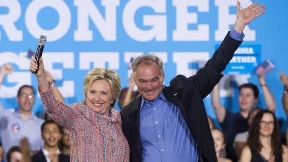 Hillary Clinton, la virtual candidata demócrata a la presidencia de EU, y Tim Kaine, Senador de Virginia, el 14 de julio de 2016. Foto: AFP