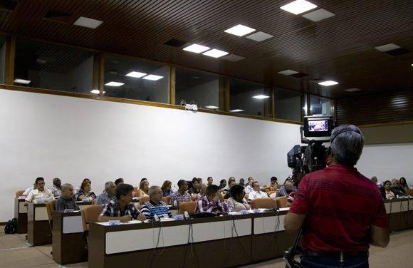 Segundo día de trabajo en la comisión agroalimentaria. Foto: Ladyrene Pérez/ Cubadebate.