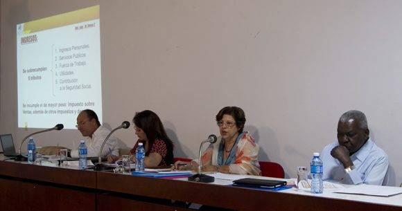 El presidente de la ANPP, Esteban Lazo Hernández, presente en el debate de las Comisiones. Foto: Ladyrene Pérez/ Cubadebate.