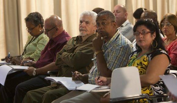 Ramiro Valdés Menéndez, vicepresidente de los Consejos de Estado y de Ministros, durante los debates de la comisión de Industria, construcciones y Energía. Foto: Ladyrene Pérez/ Cubadebate.