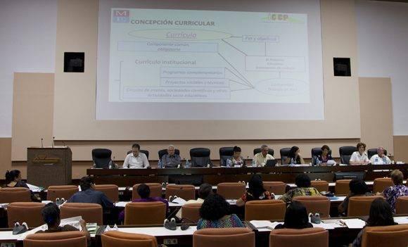 Diputados en la Comisión de Educación, Cultura, Ciencia, Tecnología y Medio Ambiente, durante el Séptimo Período Ordinario de Sesiones de la Octava Legislatura de la Asamblea Nacional del Poder Popular. Foto: Ladurene Pérez/ Cubadebate.