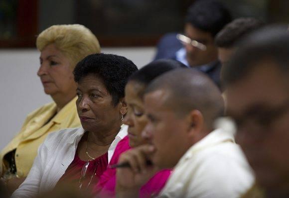 Diputados de la comisión de Salud y Deporte durente el tercer día de trabajo. Foto: Ladyrene Pérez/ Cubadebate.