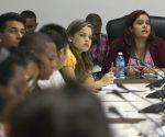 Debates en la comisión de Atención a la Niñez y la Igualdad de Derechos de la Mujer. Foto: Ladyrene Pérez/ Cubadebate.