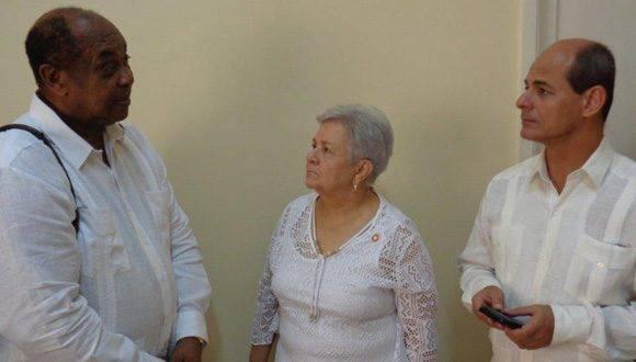 Gladys Bejerano estuvo acompañada por el viceministro de Relaciones Exteriores Rogelio Sierra y otros funcionarios de la Cancillería cubana. Foto: CubaMinrex.