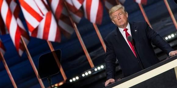 El destacado cineasta y escritor estadounidense, Michael Moore, predice que Donald Trump será el próximo presidente de EE.UU. y asegura que quisiera equivocarse. Foto: Samuel Corum/ Anadolu Agency/Getty Images.