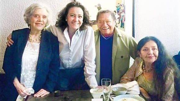 Elena Poniatowska, Carmen Beatriz López Portillo, Armando Manzanero y Sara Poot Herrera, en una imagen del archivo personal de la escritora.