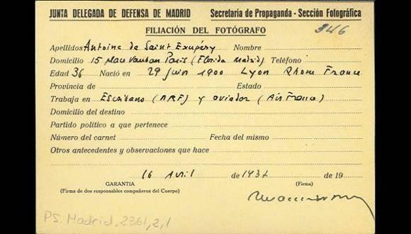 """Carné del autor de """"El Principito"""" como reportero de la Guerra Civil Española. Foto: AFP."""