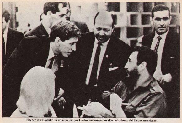 Fidel juega con Tigran Petrosian en 1966.