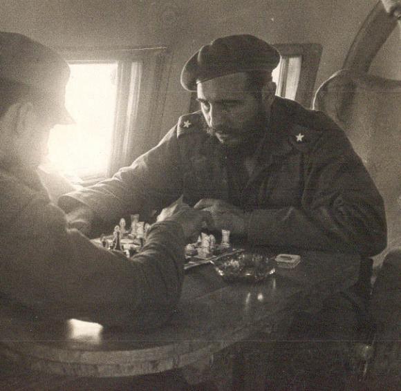 Fidel y el Che impulsaron la masificación del ajedrez desde el mismo triunfo de la Revolución. Foto: Archivo.