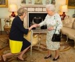 francisco-velasquez-Teresa-May-recibe-el-visto-bueno-de-la-reina-Isabel-II