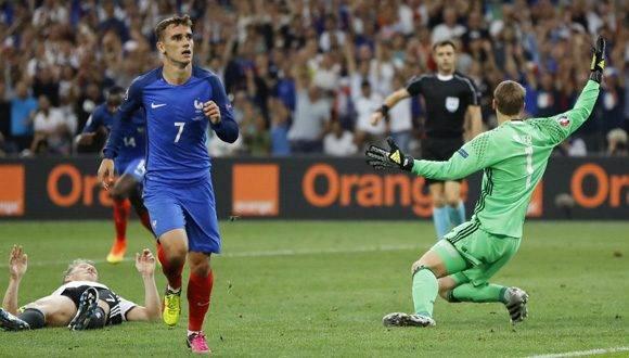 Antoine Griezmann tras marcar su segundo tanto. Foto: AP.