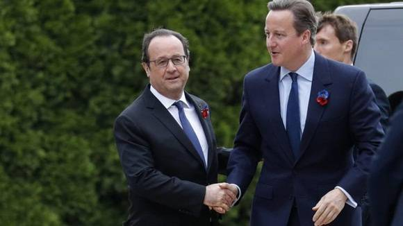 François Hollande, presidente de Francia y David Cameron, primer ministro de Gran Bretaña, durante la ceremonia en que se conmemoró el centenario de la batalla de Somme, Thiepval.