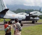 Avión militar Antonov An-32 de las Fuerzas Aéreas de la India en un aeródromo en el distrito Changlang de Arunachal Pradesh, la India. EFE