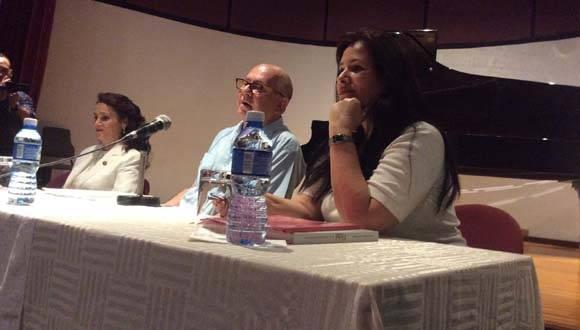 Presentaron la obra la vicecoordinadora del PRD en el Senado de la República, Dolores Padierna Luna, el poeta Miguel Barnet, presidente de la UNEAC y Katiuska Blanco, biografa de Fidel. Foto: María del Carmen Ramón/ Cubadebate.