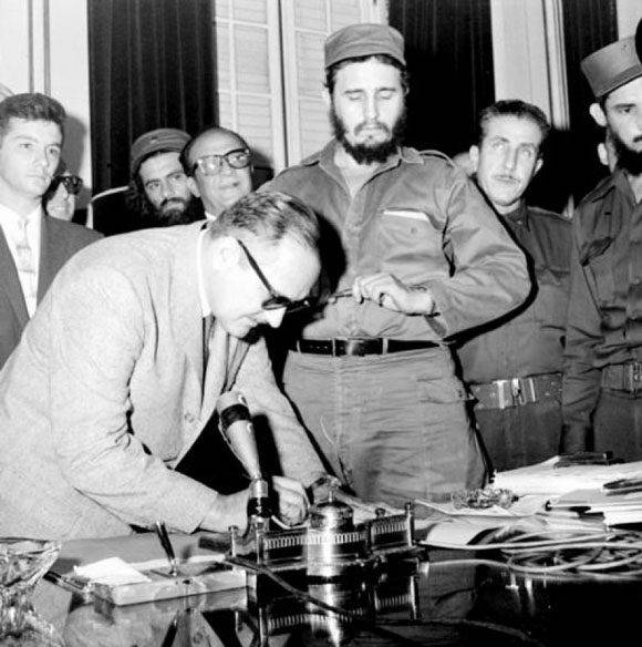 Manuel Urrutia Lleó, Fidel Castro y otros miembros del gabinete del primer gobierno revolucionario de Cuba. Foto: Archivo.