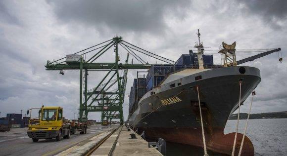 """es la vía fundamental para obtener financiamientos que permitan alcanzar el progreso. Por eso el país tiene que crecer, de manera significativa, en la diversificación y el ritmo de sus exportaciones"""". (AP Photo/Desmond Boylan)"""