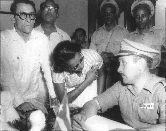 En diálogo con el coronel Chaviano, durante la conferencia de prensa el 26 de julio de 1953. Foto: Archivo.