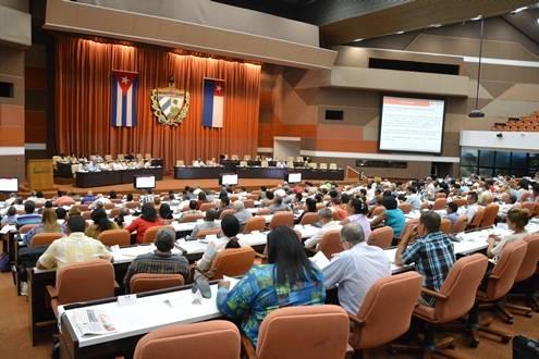 Los diputados cubanos conocieron del desempeño del Ministerio de Industrias. Foto: Roberto Suárez / Juventu Rebelde.