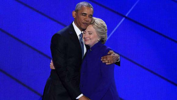 El abrazo entre Obama y Clinton en la Convención Demócrata. Foto: AFP.