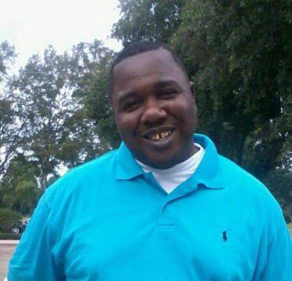 Alton Sterling, el joven asesinado por la policía. Foto tomada de Twitter.
