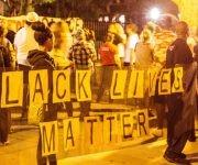 Protestas en Minesota, frente a la residencia del gobernador. Foto: Twitter.