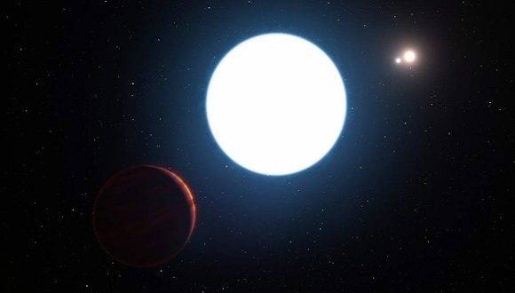 Fue hallado el primer exoplaneta que orbita en torno a tres estrellas. Foto: El País.