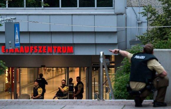 Los agentes de policía responden a un tiroteo en el centro comercial Olympia en la ciudad alemana de Múnich. Foto: Getty Images