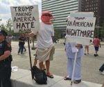 """""""Trump: una pesadilla americana"""" y Trump: otra vez haciendo odiar a EU, fueron algunas de las pancartas mostradas ayer en Cleveland. Foto: David Brooks"""