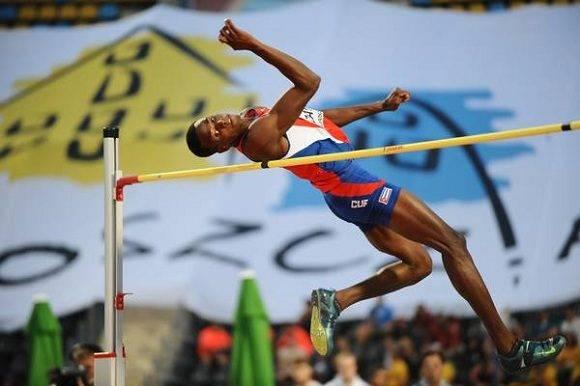 Lui Enrique Zayas, oro para Cuba en Mundial Juvenil de Atletismo. Foto: Jit.
