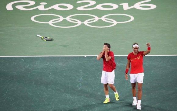 López y Nadal ovacionados por el público tras ganar título Olímpico en dobles en el Centro Olímpico de Tenis de Rio 2016. Foto: Getty Images Mark Kolbe