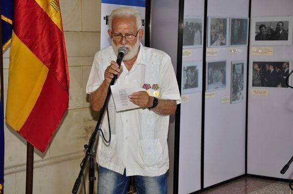 Miembros de las Sociedades Gallegas recitan poema en catalán. Foto. Roberto Garaicoa Martínez/ Cubadebate
