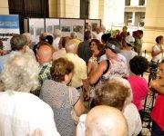 Los asistentes recorren los paneles. Foto. Roberto Garaicoa Martínez/ Cubadebate