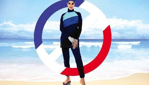 Carteles que advierten la prohibición de la vestimenta han sido colocados en las playas.