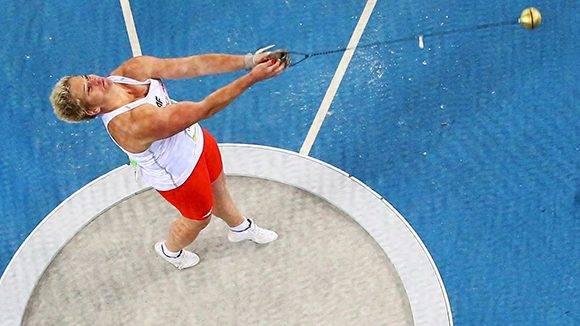 Anita Włodarczyk implata nuevo récord del mundo.