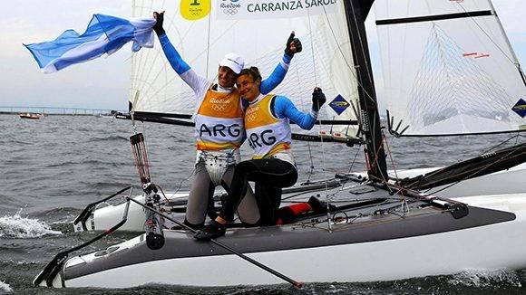 Cecilia Carranza Saroli y Santiago Lange, ganadores del segundo oro para Argentina.