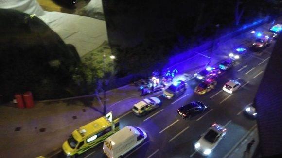 Las primeras imágenes del lugar de los hechos muestran a la policía londinese, que pese a aumentar la cantidad de efectivos no pudo evitar el ataque. Foto: @StuartKenny33.