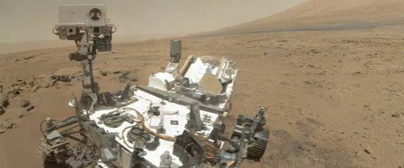 NASA101. MARTE, 02/11/2012.- Imagen cedida por la agencia espacial estadounidense de la NASA el 2 de noviembre del 2012 del explorador Curiosity en Marte, el 31 de octubre del 2012. Este autorretrato del robot ha sido tomado con la cámara Mars Hand Lens Imager (MAHLI) que hace fotografías en alta resolución de la superficie de Marte y panorámicas de la planicie. EFE/Malin Space Science Systems CRÉDITO OBLIGATORIO: NASA/JPL-CALTECH/MALIN SPACE SCIENCE SYSTEMS SOLO USO EDITORIAL