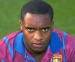 Dalian Atkinson, en una imagen de 1993, cuando jugaba en el Aston Villa. Foto: Anton Want/ Getty.