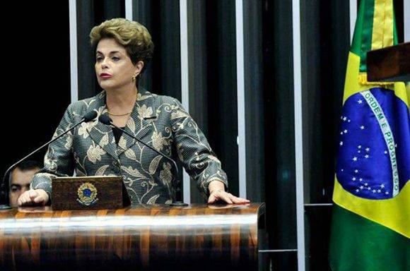 """""""Voten contra el impeachment; voten por la democracia"""", dijo Dilma. Foto: Agencia Senado."""