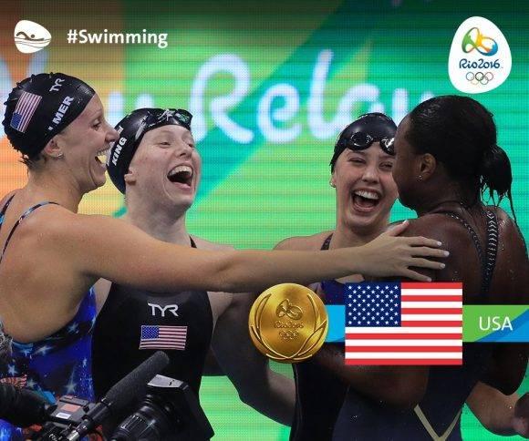 EEUU oro en el 4x100 combinados femenino
