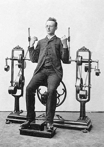Ejercicios para los bíceps. Foto: Digital Museum.