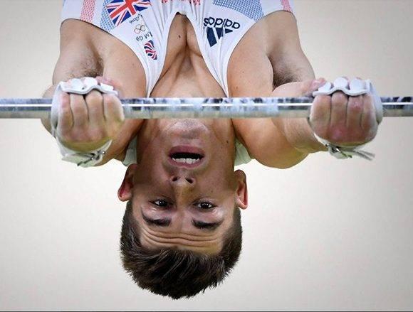 El británico Max Whitlock, compitiendo en gimnasia.