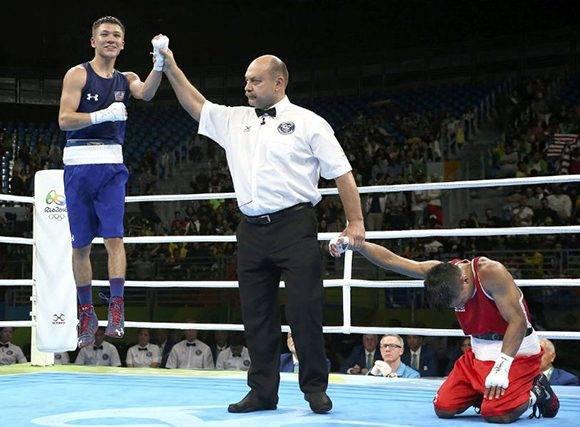 El estadounidense Nico Miguel Hernandez celebra su victoria ante Carlos Quipo, de Ecuador.