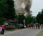 En el hecho resultaron heridas decenas de personas, uno de los atacantes falleció. Foto: @SubhenduDeb.