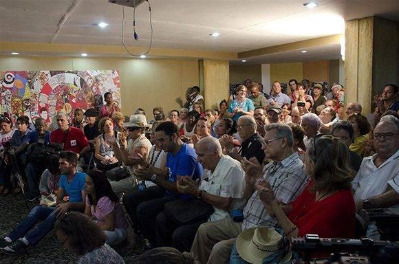 """""""Encuentro con..."""" tuvo lugar en el Salón de Mayo del Pabellón Cuba. Foto: Alexis Rodríguez."""